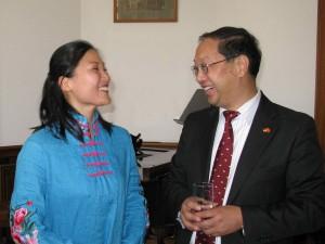 Lini Gong und Botschafter Ming De Shi